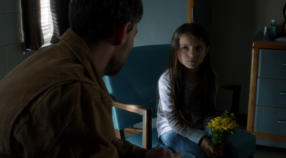 •-Outcast-1.09-What-Lurks-Within-Kyle-and-Amber