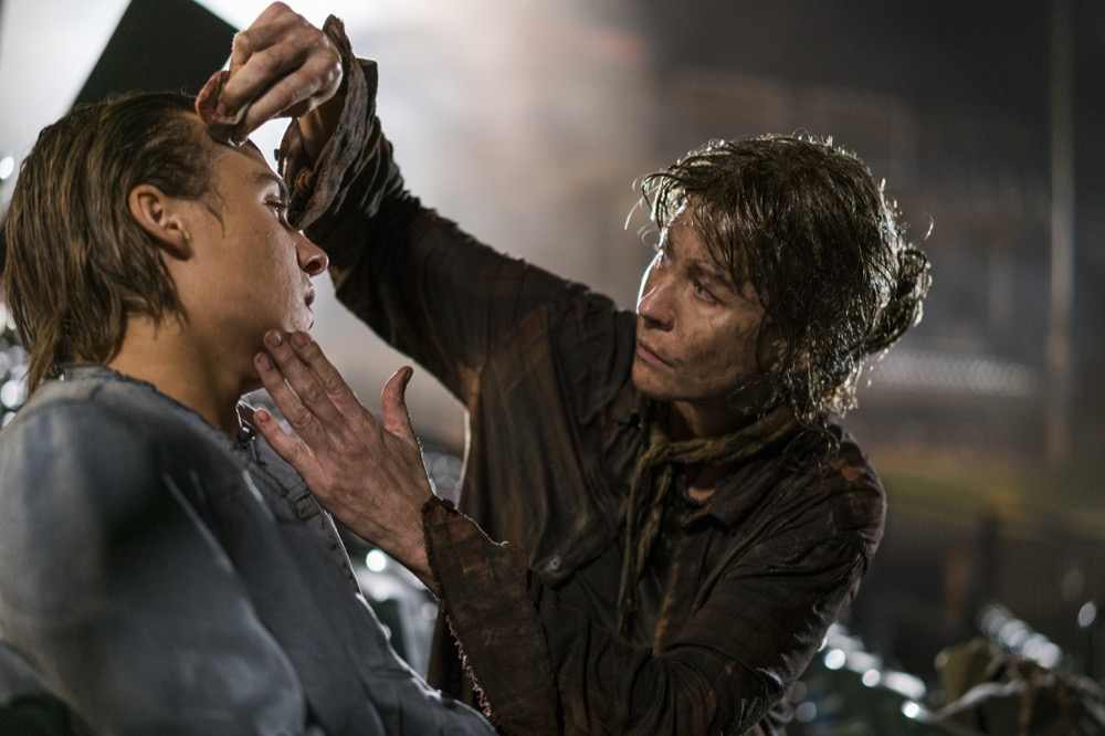 Frank Dillane as Nick Clark, Jenna Elfman as Naomi - Fear the Walking Dead _ Season 4, Episode 2 - Photo Credit: Richard Foreman, Jr/AMC